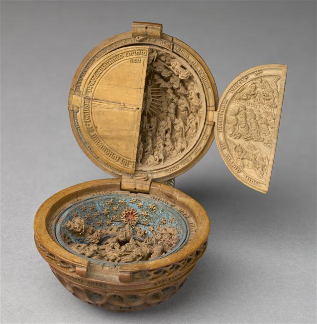 Prayer nut, ca. 1500-35. [Musée du Louvre OA5609]